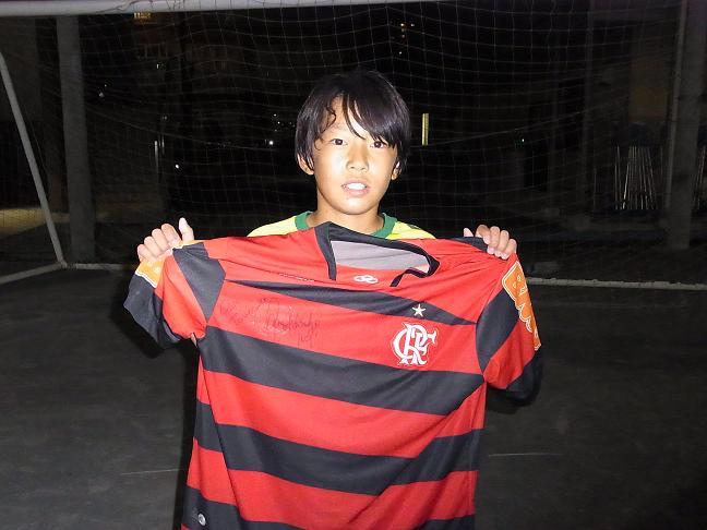ユニホームを手にする「Toranosuke」選手